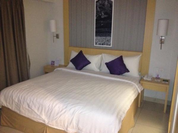 クエストホテルクタ室内ベッド画像