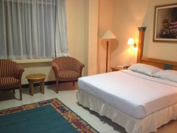 オリアホテルジャカルタ室内ベッド画像