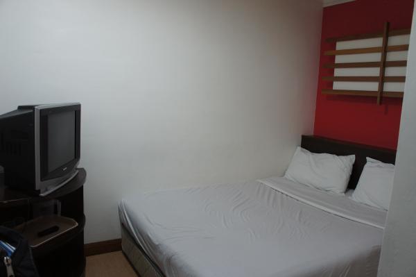 ホテルチャイナタウン2室内ベッド画像