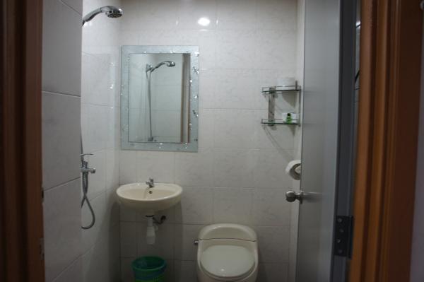 ホテルチャイナタウン2室内トイレ・シャワー画像