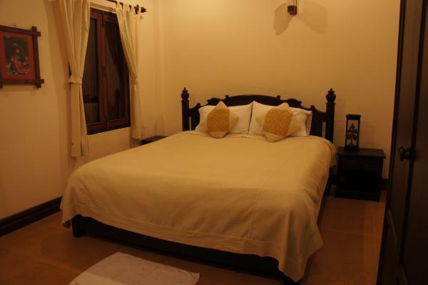 ヴィラ・メウアンラオ・ホテル室内ベッド画像