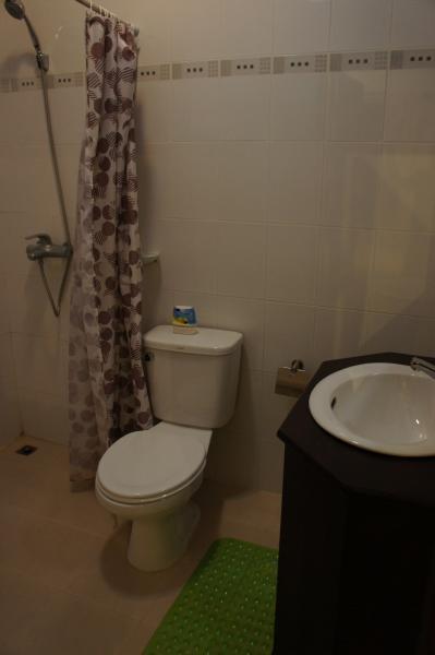 ヴィラ・メウアンラオ・ホテルトイレ・洗面所画像
