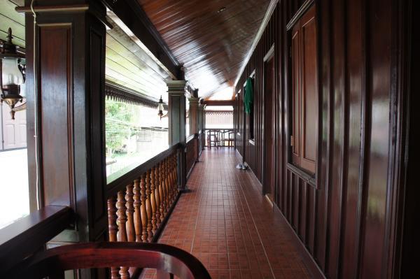 ヴィラ・メウアンラオ・ホテル2階の廊下画像