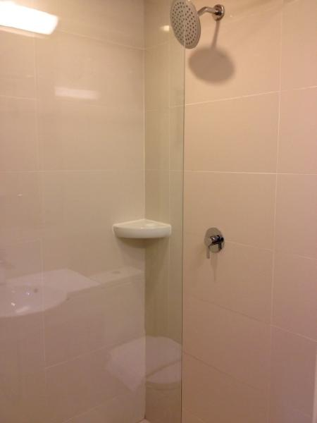 チューンホテルエルミタマニラ室内シャワールーム画像