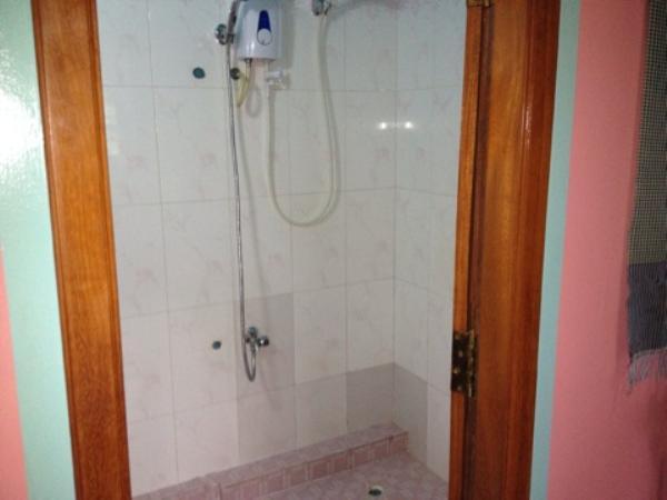 アリバイ ゲストハウス室内バスルーム・シャワー画像