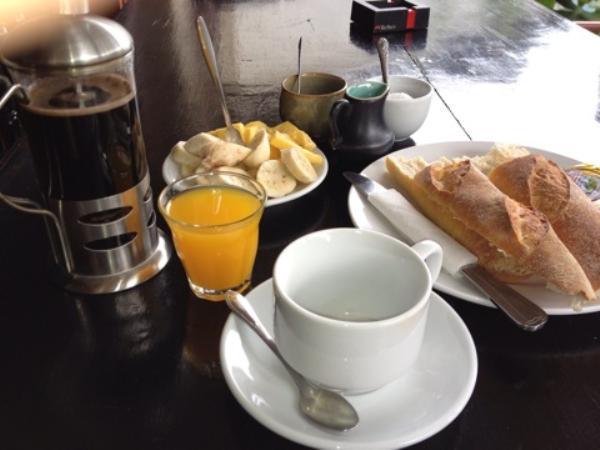 アリバイ ゲストハウス朝食画像