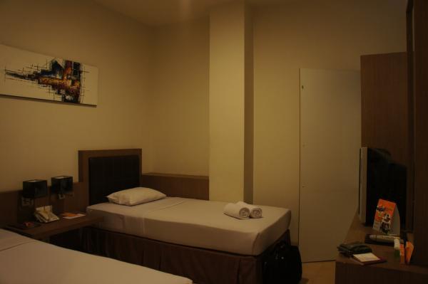 ホテル ジェントラ ジョグジャカルタ室内ベッド画像
