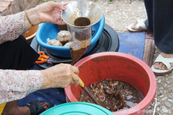 『ルアンパバーン朝市』魚醤っぽいもの画像