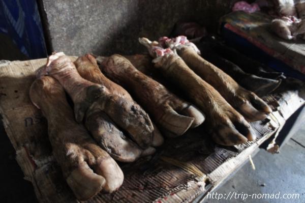 『タラートポーシー市場』獣の足画像