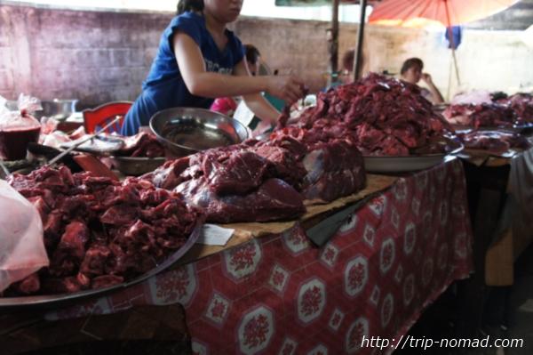 『タラートポーシー市場』血なまぐさい生肉画像