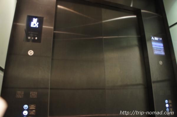 『マリーナ・ベイ・サンズト』エレベーター画像