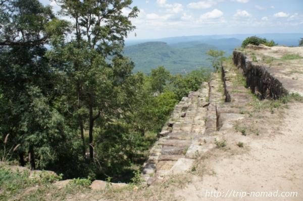『プレアヴィヒア』遺跡の向こうに広がる絶景画像