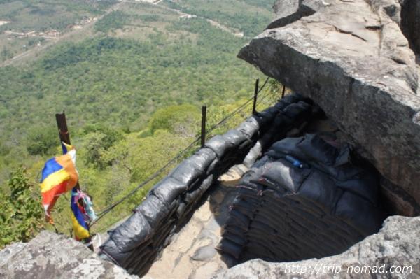 『プレアヴィヒア』遺跡の絶壁下の見張り小屋画像