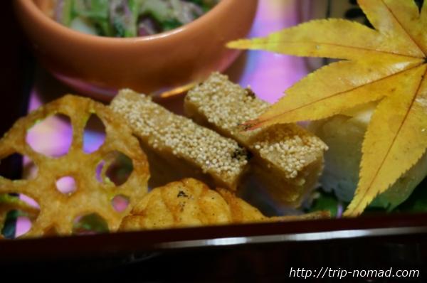 箱根湯本「萬翠楼 福住」夕食鶏ひき肉画像