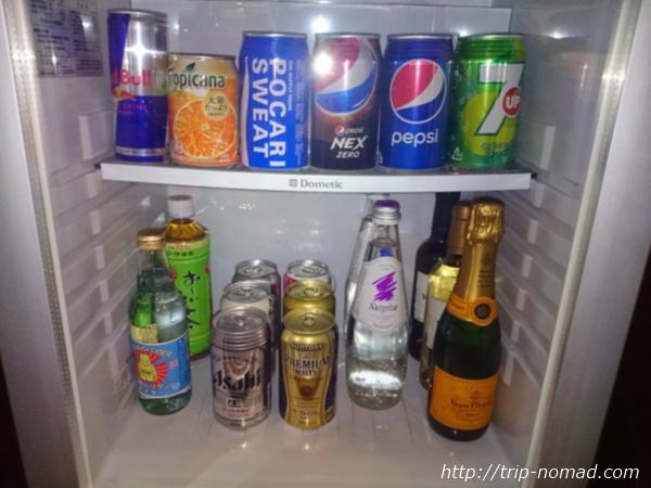 大阪マリオット都ホテル部屋冷蔵庫のドリンク類画像