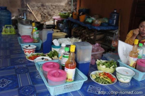 『ラオスのローカル料理』定食屋調味料画像