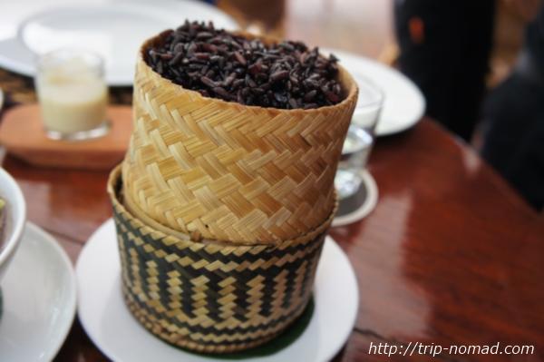 『ラオスのローカル料理』カオニャオ(黒米)画像