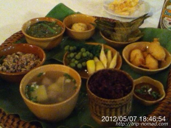 『ラオスのローカル料理』宮廷コース料理画像