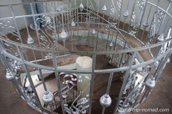 『パトゥーサイ』らせん階段画像