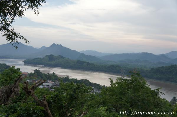 『プーシーの丘』から見るメコン川画像