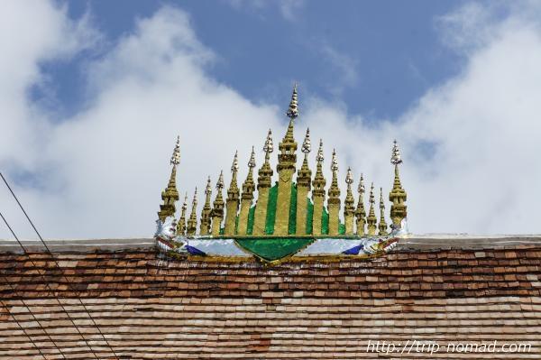 『ワット・シェントーン』本堂屋根装飾画像