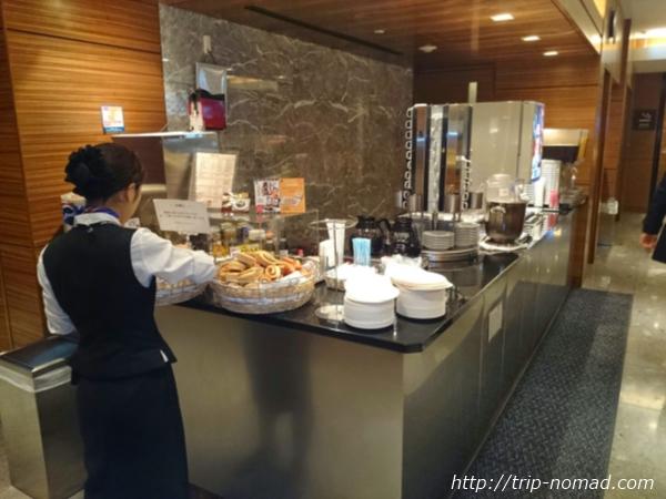 羽田空港「エアポートラウンジ(北)」ドリンクコーナー画像