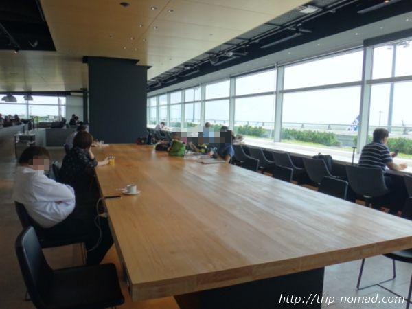 羽田空港「POWER LOUNGE NORTH(パワーラウンジ北)」窓からの景色画像