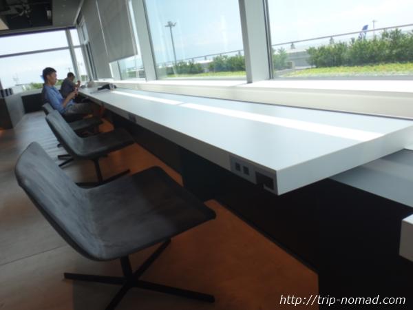 羽田空港「POWER LOUNGE NORTH(パワーラウンジ北)」ラウンジ内インテリア画像