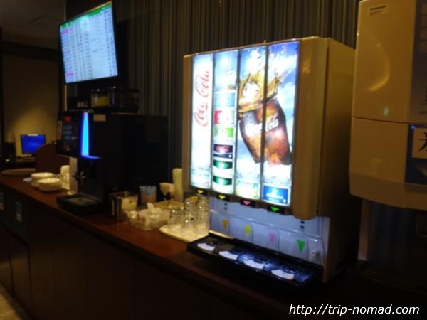 伊丹空港(大阪国際空港)「ラウンジオーサカ」内部ドリンクコーナー画像