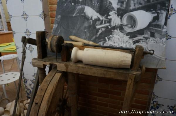 セルギエフパッサードマトリョーシカ工場昔の削り出し画像
