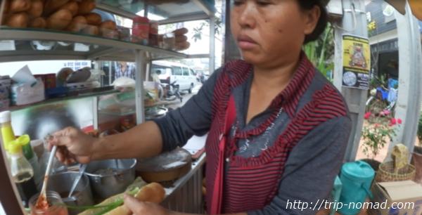 カンボジア「ヌンパン」屋での購入シーン画像