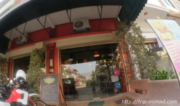 カンボジア・シェムリアップ・『コモングラウンズ・カフェ』入り口画像