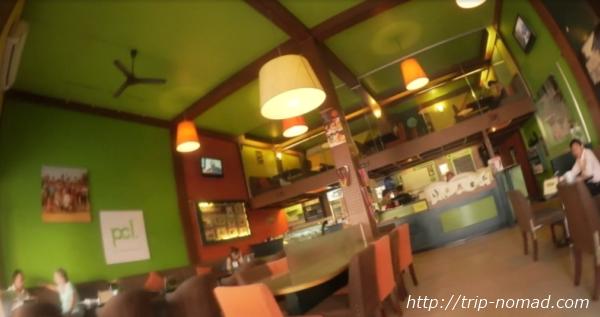 カンボジア・シェムリアップ・『コモングラウンズ・カフェ』1階カフェ店内画像