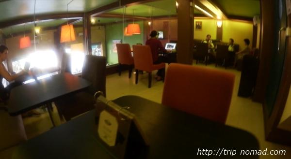カンボジア・シェムリアップ・『コモングラウンズ・カフェ』2階店内画像