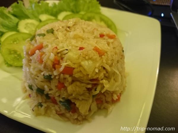 カンボジア・シェムリアップ・『コモングラウンズ・カフェ』「チキンフライドライス」画像