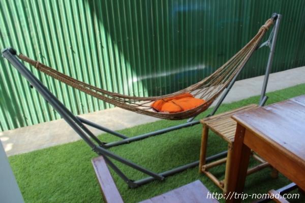 カンボジア『Green on Peace cafe&bar(グリーン・オン・ピース カフェ&バー)』ハンモック画像