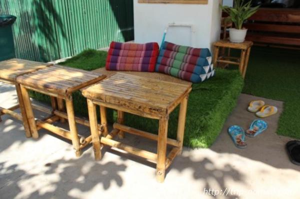 カンボジア『Green on Peace cafe&bar(グリーン・オン・ピース カフェ&バー)』入り口横画像