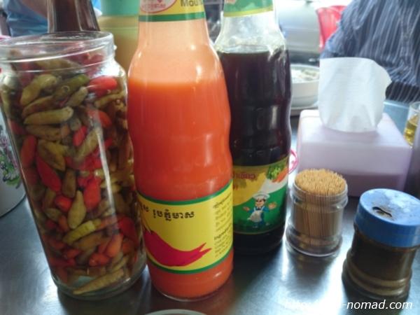 カンボジア『クイティウ』調味料画像