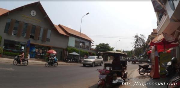 カンボジア・プノンペン・『ワンストップ・ホステル』海沿い道路画像