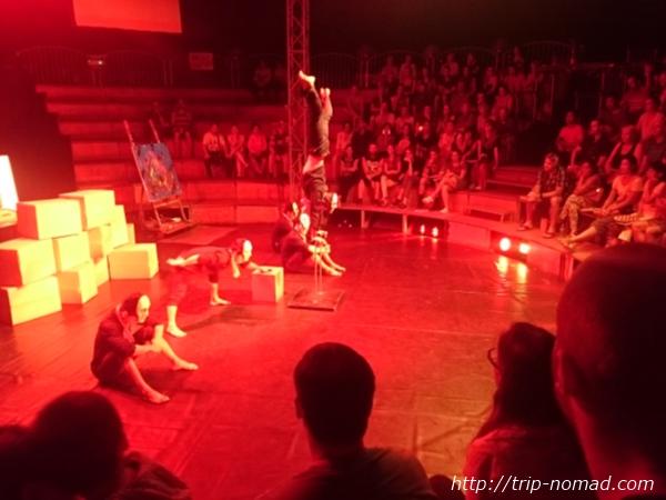 カンボジアサーカス『ファー』画像
