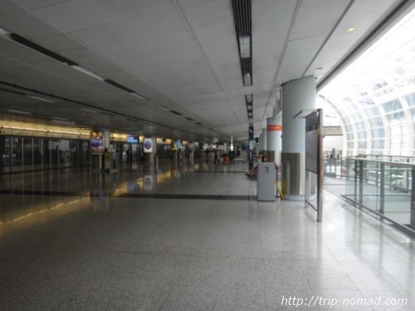 香港『エアポート・エクスプレス』「機場駅」のホーム画像
