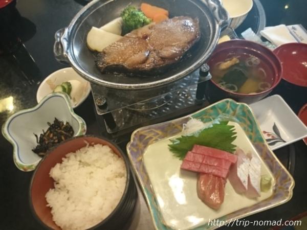 『マホロバマインズ三浦』ランチのマグロ定食画像