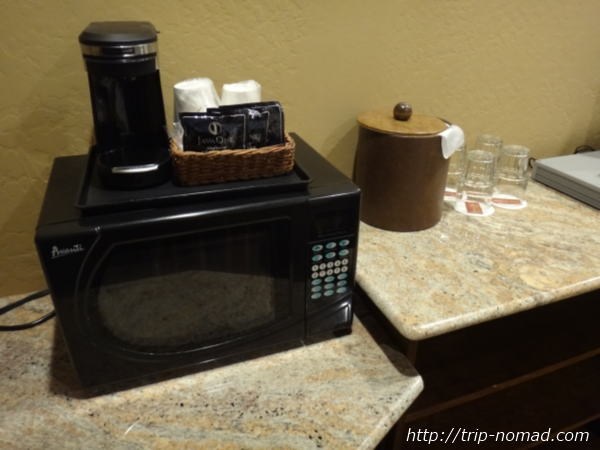 アメリカ・セドナ『セドナ・リアル・イン・スイーツ』部屋電子レンジ&コーヒーマシーン画像