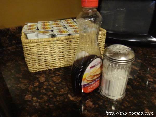 アメリカ・セドナ『セドナ・リアル・イン・スイーツ』朝食メープルシロップやバター画像