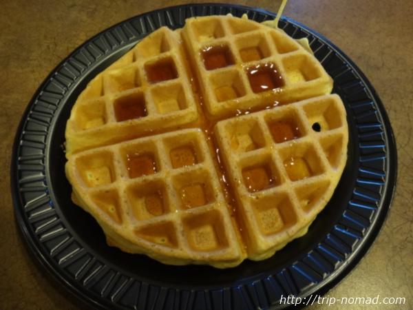 アメリカ・セドナ『セドナ・リアル・イン・スイーツ』朝食ワッフル出来あがり画像