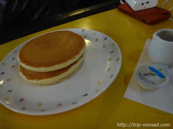 長崎・川棚『四次元パーラー「あんでるせん」』「ホットケーキセット」画像