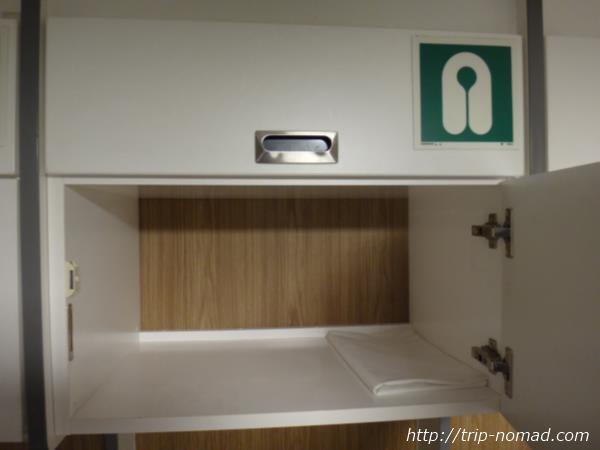 御蔵島行き東海汽船「橘丸」2等船室ロッカー画像