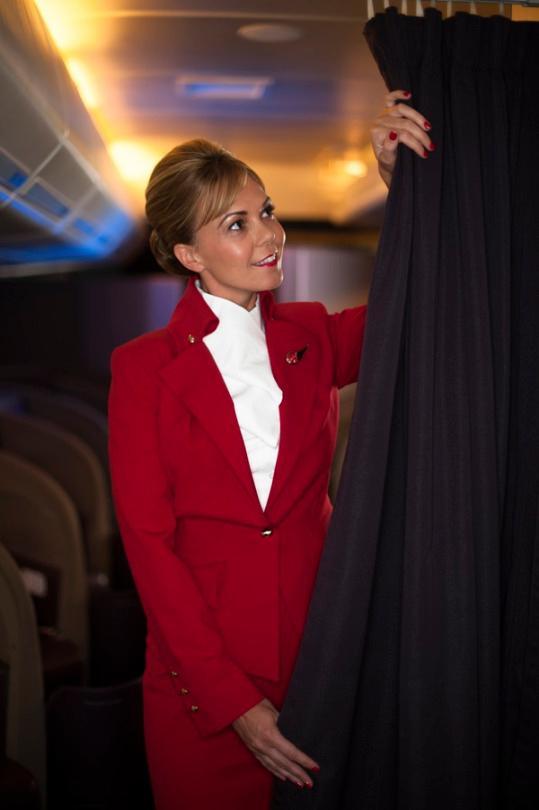 『 世界一おしゃれな客室乗務員の制服』ヴァージンアトランティック航空(Virgin Atlantic)画像