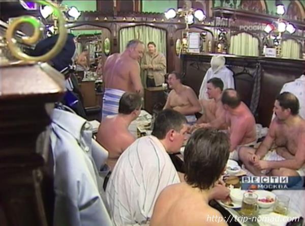 ロシア・モスクワ「サンドゥヌィ」休憩室で宴会画像