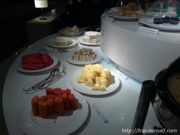 バンコク・スワンナプーム国際空港ラウンジフルーツ画像